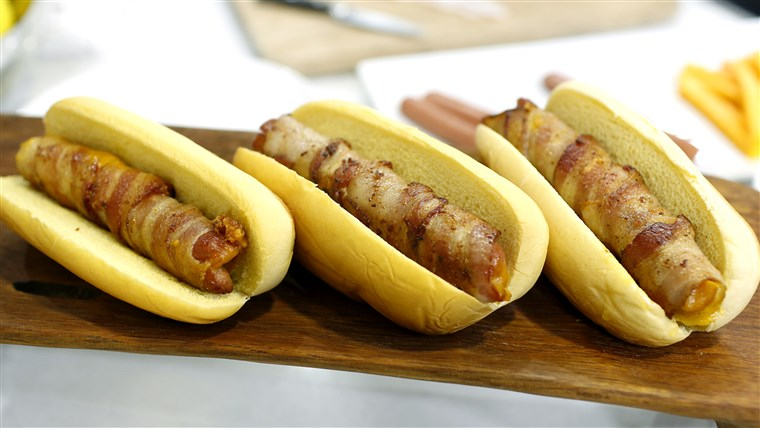 나선형 재단 hot dogs, braided hot dogs, and cheesy bacon-wrapped hot dogs