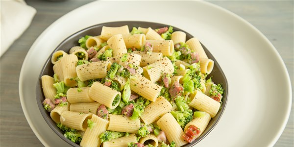 One-Pot Pasta with Broccoli, Ham and Parmesan