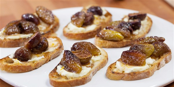 안에 Garten's Fig and Goat Cheese Bruschetta