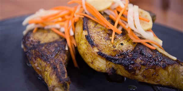 메이플 - 심황 Pork Chops with Pickled Carrots and Daikon