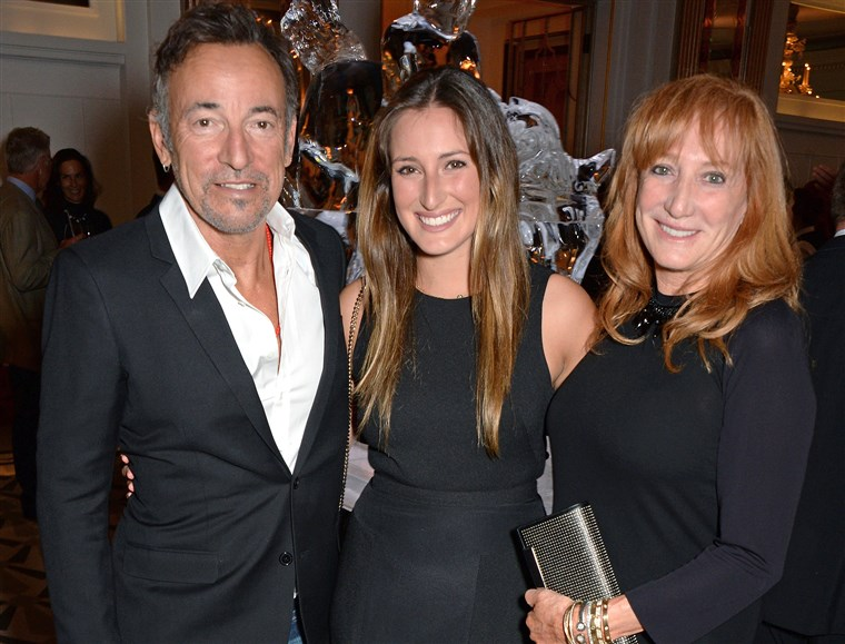 LONDON, ENGLAND - AUGUST 13: (L to R) Bruce Springsteen, daughter Jessica Springsteen and wife Patti Scialfa attend the 2014 Longines Global Champion...
