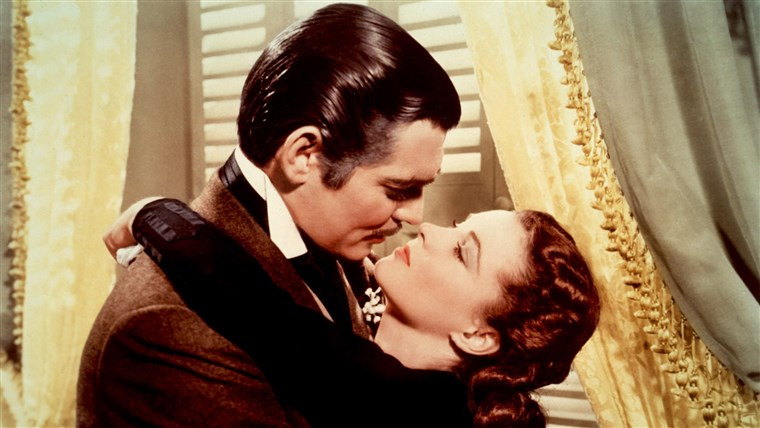 スカーレット O'Hara (Vivien Leigh) does fall for Rhett Butler (Clark Gable) in