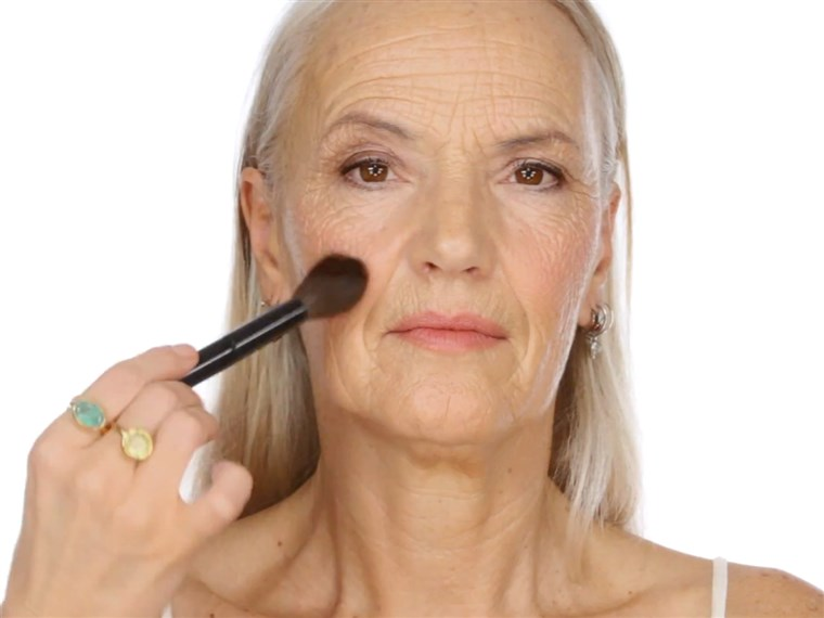 리사 Eldridge's YouTube makeup tutorial for older women has become a hit, with fans declaring there's a lack of beauty tips for those battling wrinkles.