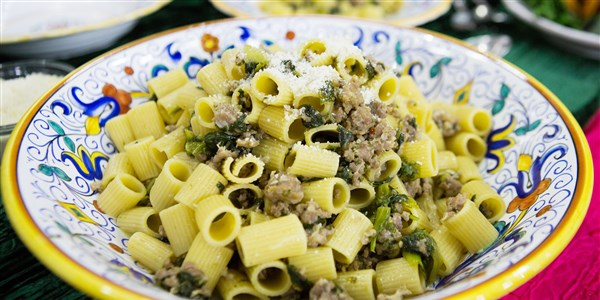 リディア Bastianich's Mezzi Rigatoni with Sausage and Escarole