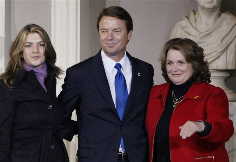 케이트 Edwards (left) with her father, John Edwards, and mother, the late Elizabeth Edwards, in November 2004.