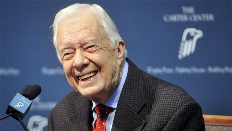 Immagine: Former U.S. President Jimmy Carter takes questions from the media during a news conference about his recent cancer diagnosis and treatment plans, at the Carter Center in Atlanta
