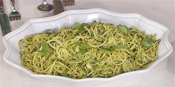 ズッキーニ Noodles with Avocado Pesto
