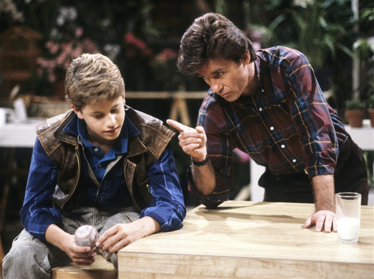 교회 Cameron, Alan Thicke on Growing Pains