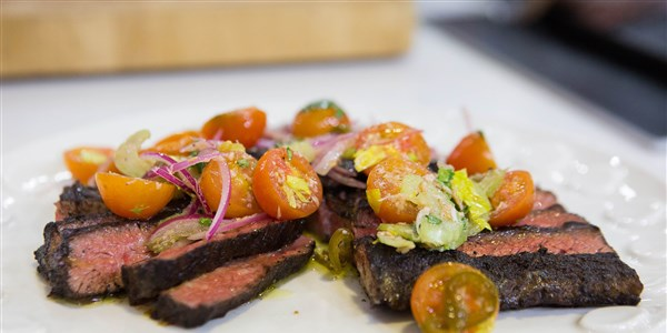 순경 Flay's Grilled Skirt Steak with Tomato Salsa