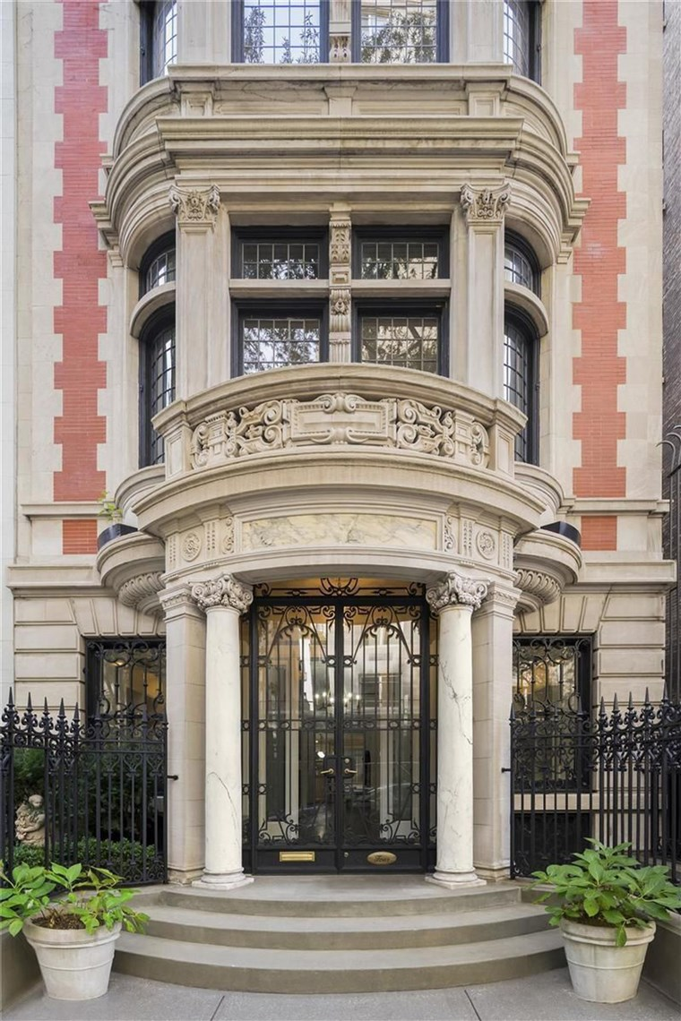 남자 이름 Jackson's former NYC home is for sale.