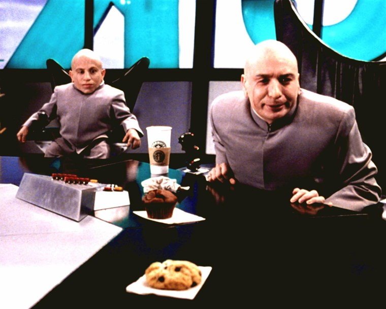 AUSTIN POWERS 2 - THE SPY WHO SHAGGED ME, Verne J. Troyer & Mike Myers as Mini-Me and Dr. Evil, 1999