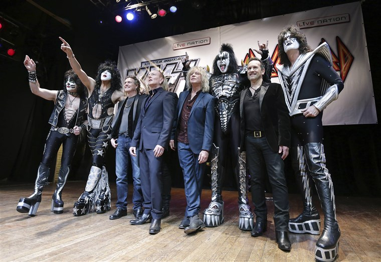 Anggota of KISS and Def Leppard pose during an announcement that the bands will team up this summer for a 42-city North American tour, at the House of...