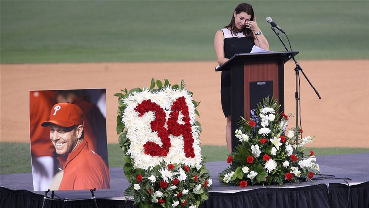 Gambar: Brandy Halladay honors husband Roy Halladay in Clearwater