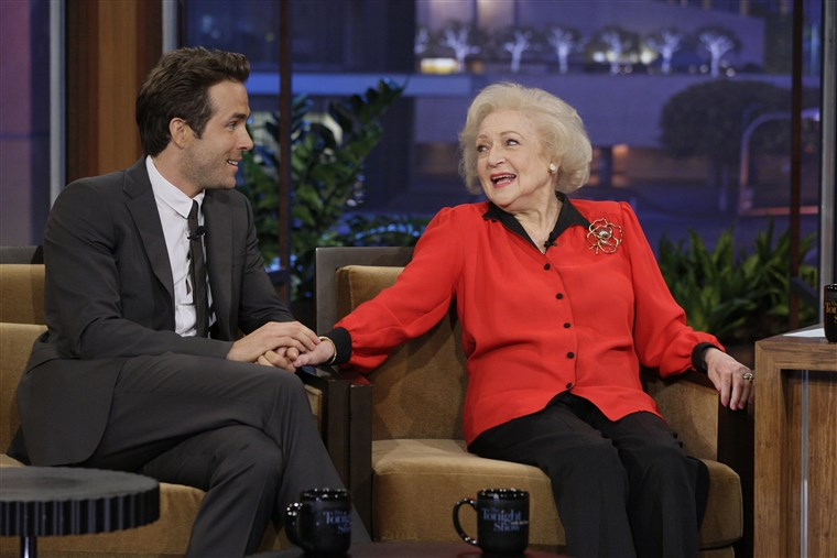 ライアン Reynolds and Betty White