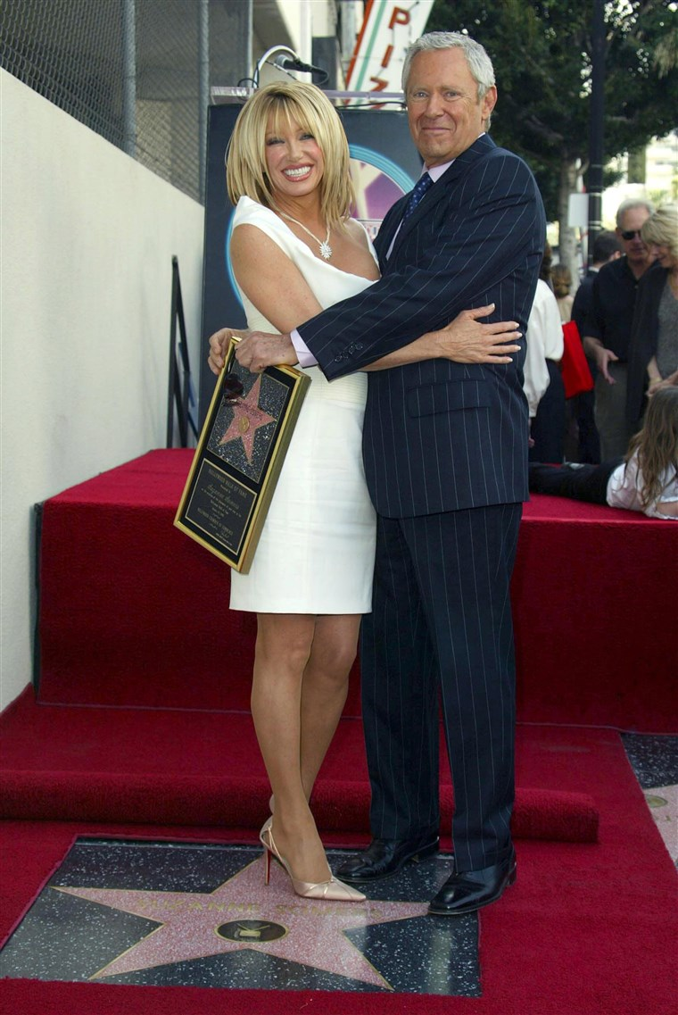 スザンヌ SOMERS RECEIVING STAR ON HOLLYWOOD WALK OF FAME, AMERICA - 24 JAN 2003